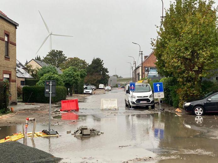 De Langerbruggestraat in Oostakker stond helemaal onder water.