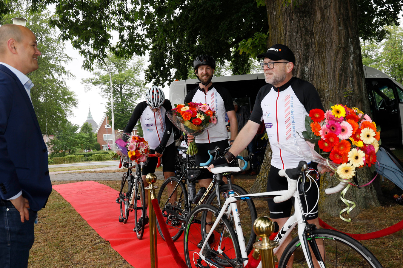 Oscar Ellerbrak fietst tegen corona.