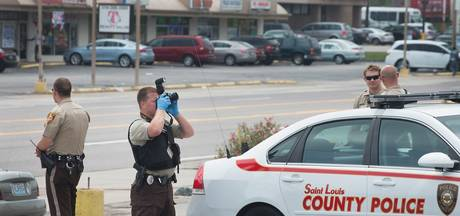 Blanke agent schiet op zwarte collega die te hulp schiet