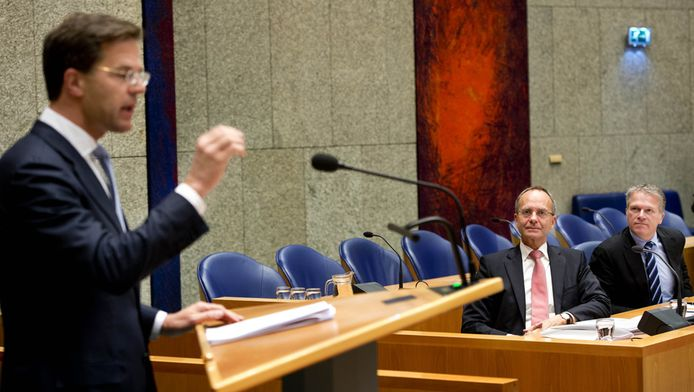 VVD-leider Mark Rutte spreekt in de Tweede Kamer tijdens het debat over de kabinetsformatie en het regeerakkoord.