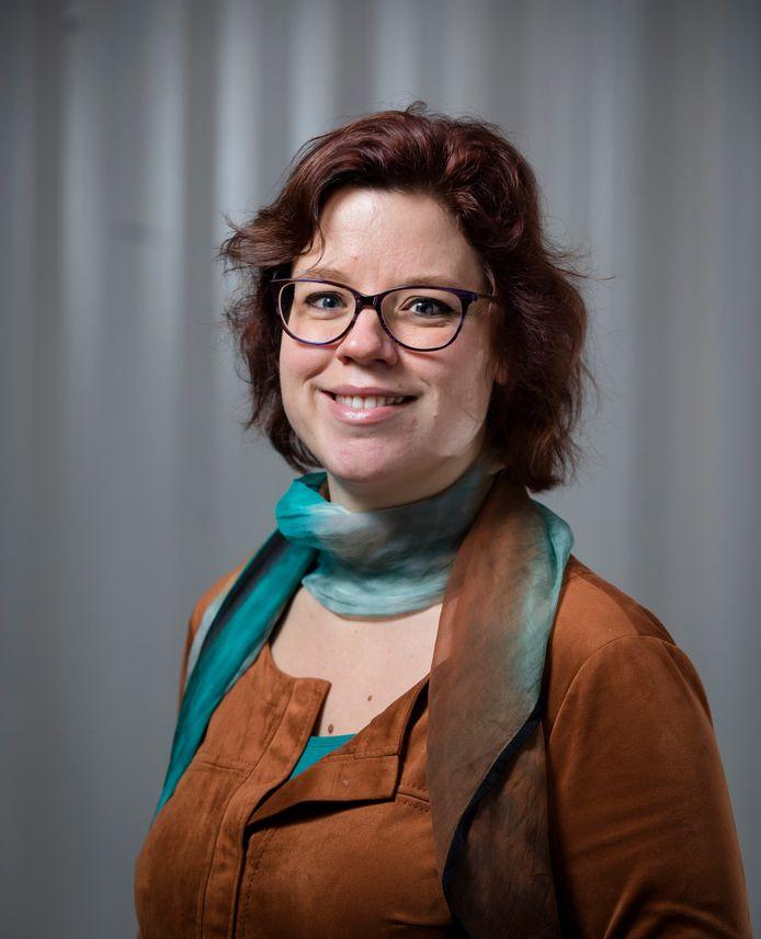 Tweede Kamerlid Linda Voortman eist opheldering van de minister over een omstreden miljoenendeal in Kanaleneiland. Huurders betalen nu twee keer zoveel.