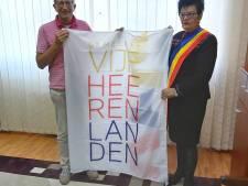 Vlag Vijfheerenlanden wappert nu ook in Roemenië