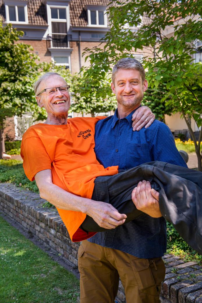 Portret van vader Cees en zoon Jan Engel van camping Fort Oranje.