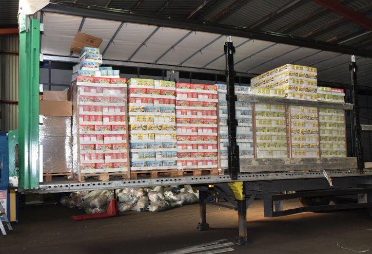 De drugs waren verstopt in vrachtwagens met groenten en sap.