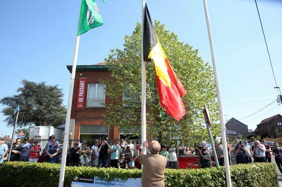 Aan café De Passant is officieus het startschot gegeven voor de paasfeesten in Lembeek.