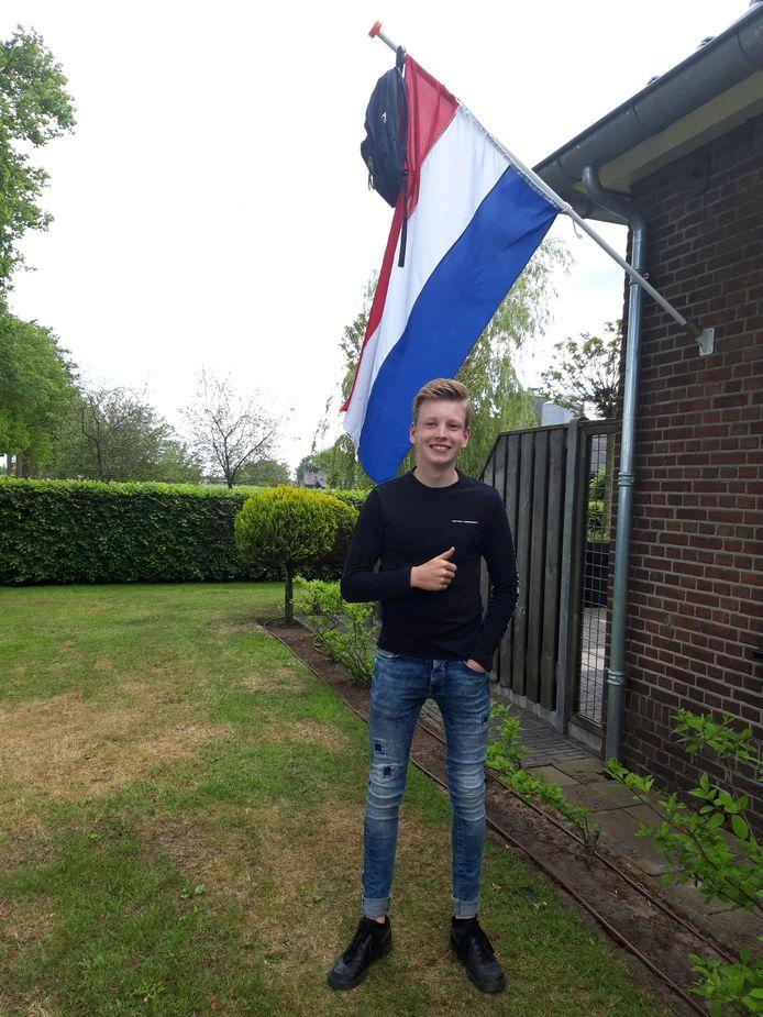 Leon Holsappel (16) uit Heino heeft op het Carmel College Salland zijn vmbo-diploma behaald. Volgend schooljaar gaat hij naar Landstede in Raalte om daar te studeren voor vakexpert Veehouderij.