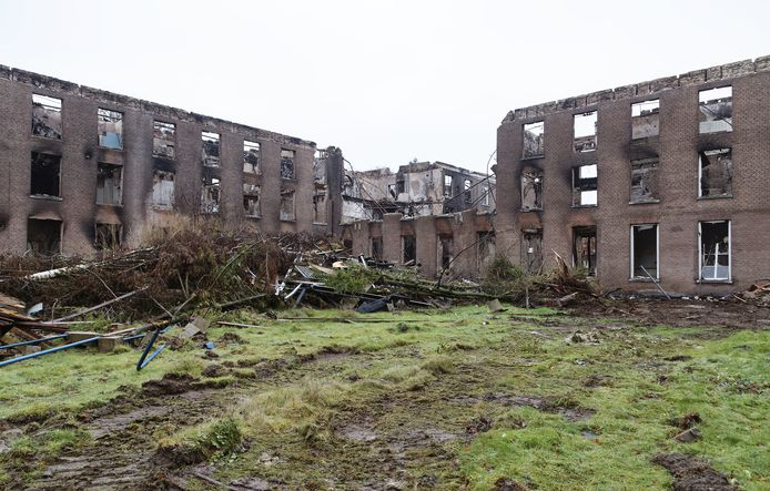 Een felle, uitslaande brand legde een fors deel van het monumentale Haarendael in Haaren eind augustus in de as.