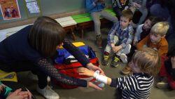 VIDEO. Rode Kruis geeft nu ook EHBO aan kinderen vanaf 4 jaar