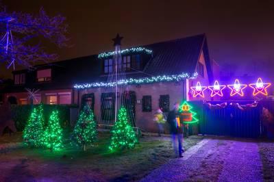 Kerstshow Oranjeboomstraat: Elvis, 17.000 lampjes en de stereo op repeat