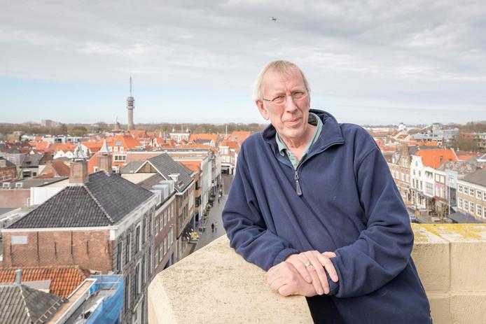 Carel Bruring op de toren van het stadhuis op de Grote Markt in Goes.