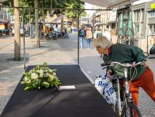 Eerbetoon in marktkraam Zwolle voor overleden groenteman Ruitenberg: 'Het is een stuk stiller'