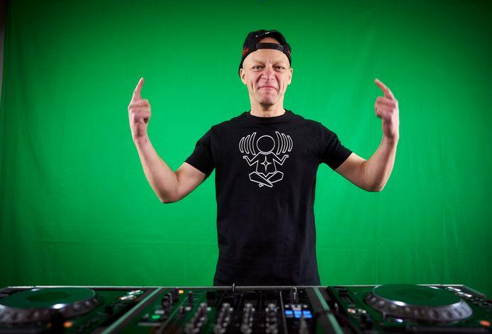 Charly Lownoise (echte naam: Ramon Roelofs) maakte de overstap van happy hardcore-dj naar zenleraar.