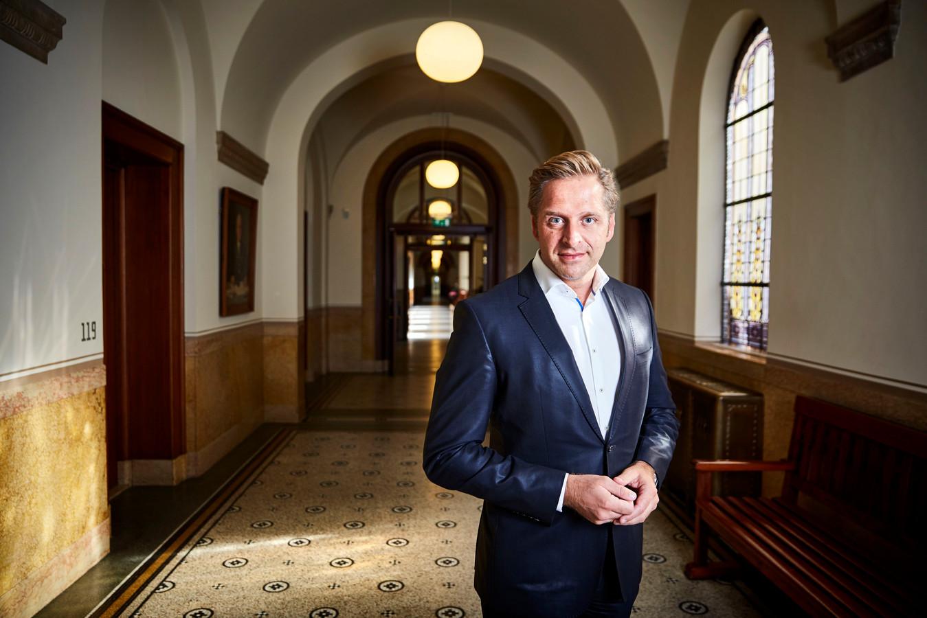 Hugo de Jonge als wethouder van onderwijs, jeugd en zorg in 2016.