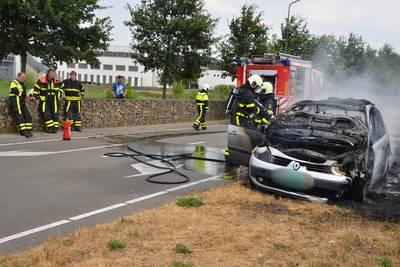 Net gekochte auto vat vlam in Teteringen