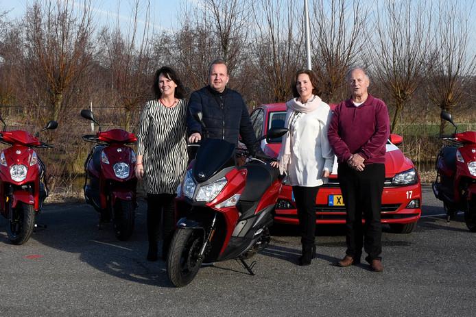 Regina Alblas, Matthijs van der Lek, Sylvia Alblas en Johan Alblas (vlnr) van Verkeersschool Alblas.