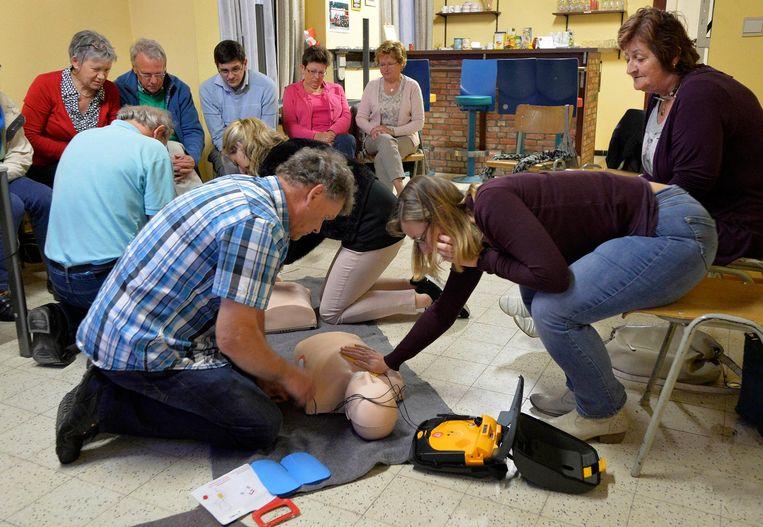 Illustratiebeeld - Het Rode Kruis geeft ook in Hoogstraten regelmatig reanimatie- en EHBO-cursussen.