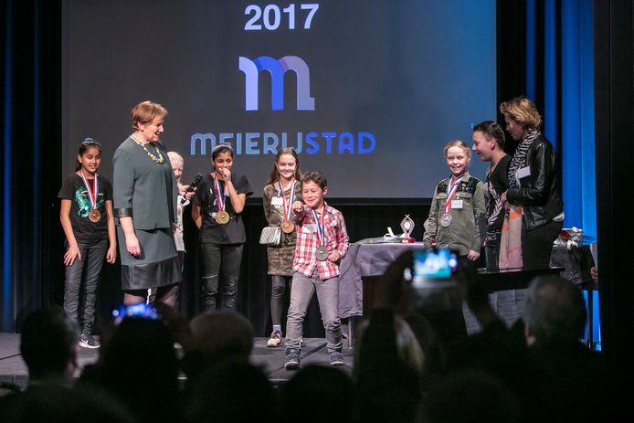 De huldiging van sportkampioenen van 2017 in Meierijstad gebeurde nog per kern, zoals deze huldiging in Schijndel.  Sportwethouder Coby van der Pas zette de jonge sporters uit Schijndel in het zonnetje.