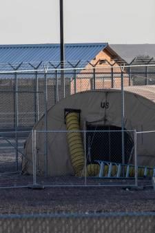 Pas de douche ni de vêtements propres: l'enfer des enfants migrants dans ce centre de détention texan