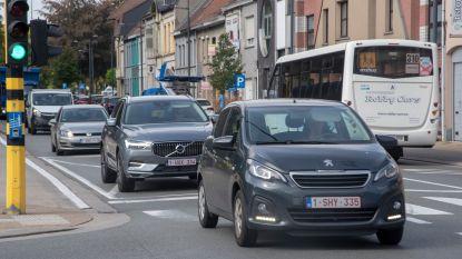 """Bestuurster rijdt meisje aan op zebrapad Brusselsesteenweg en riskeert rijverbod: """"Ik had haar echt, echt niet gezien"""""""