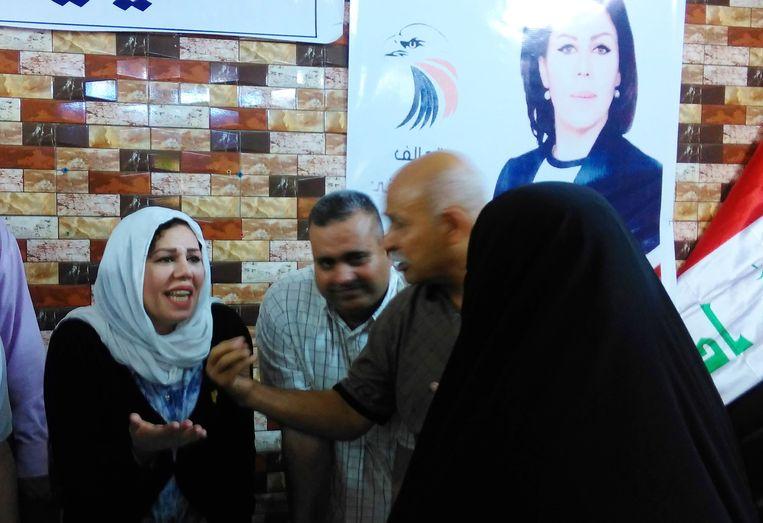 Verkiezingsposter voor de geestelijke Moktada al-Sadr. Beeld Judit Neurink