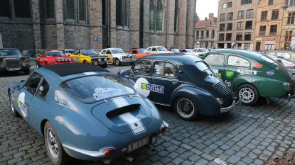 Oldtimers Ypres Rally Regularity bezetten Ieper