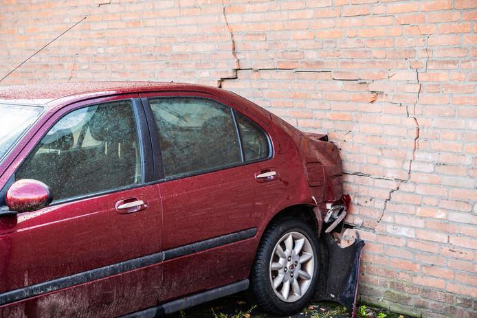 Bejaarde vrouw rijdt tegen buitengevel in Oisterwijk