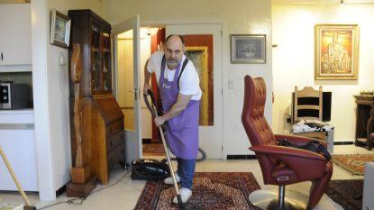 """""""Kan jij wel poetsen?"""": mannelijke huishoudhulpen delen hun ervaringen voor Internationale Mannendag"""