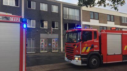 Vrouw overgebracht naar ziekenhuis na sprong uit brandend gebouw