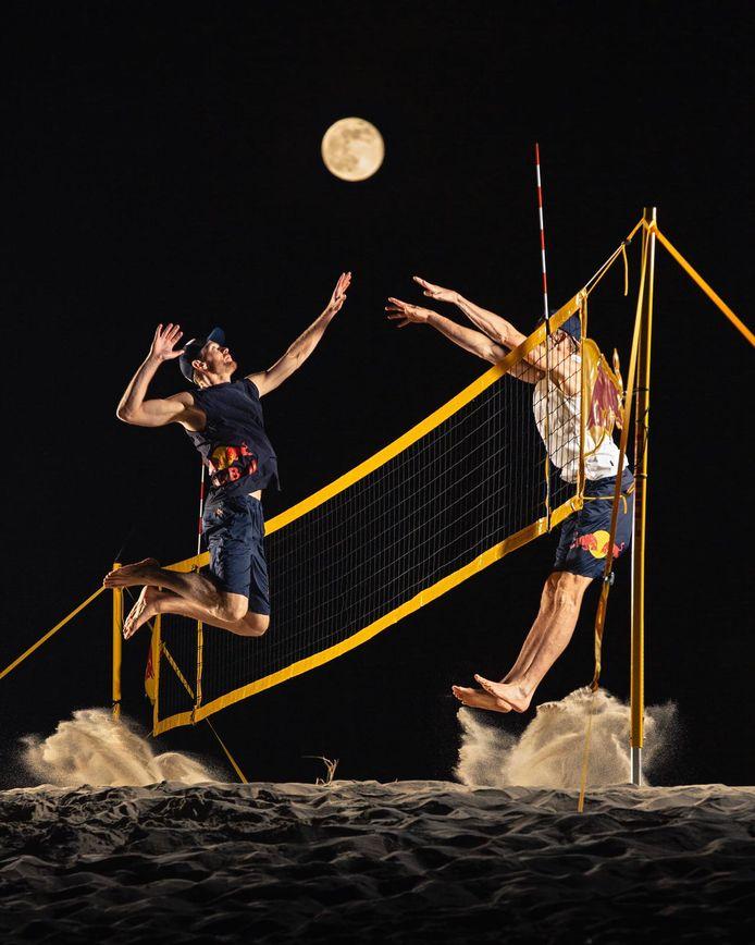 Alexander Brouwer slaat naar de maan.