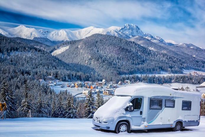 Tien procent van de Nederlandse camperaars neemt zijn kampeerauto mee naar de sneeuw.