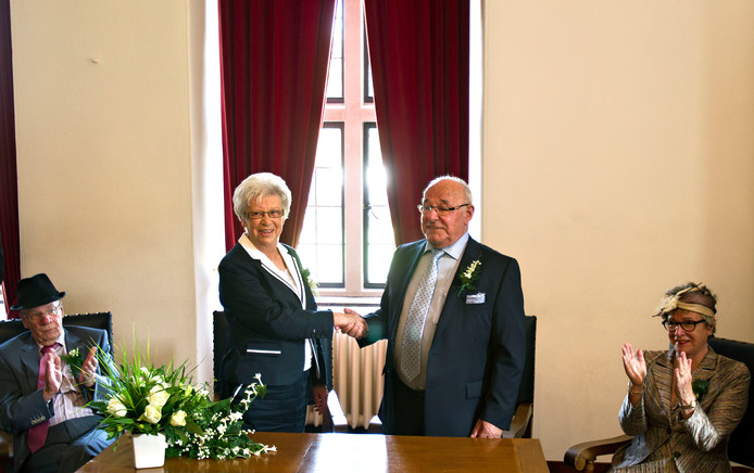 In 2012 gaven Wim Waijers en Nel van Doren elkaar in de trouwzaal van Kasteel Helmond opnieuw het ja-woord: extra glans voor hun gouden bruiloft.