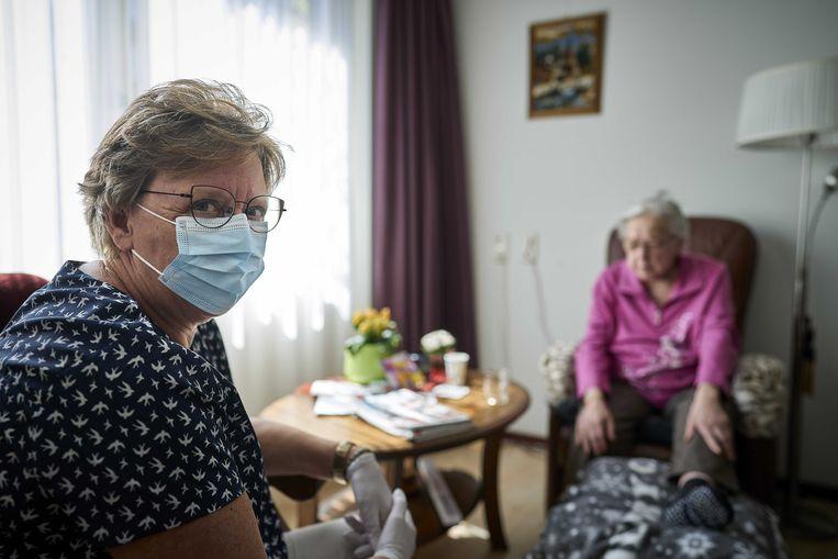 Bezoek mag, maar elk verpleeghuis heeft zijn eigen beleid. Bij de een mag meer dan bij de ander. Beeld ANP