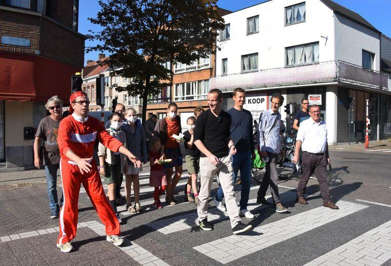 Het buurtcomité voerde actie aan het kruispunt.