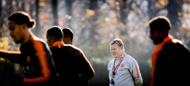 Bondscoach Ronald Koeman van het Nederland elftal tijdens de training ter voorbereiding voor de duels tegen Frankrijk en Duitsland in de Nations League.  Beeld ANP / Koen van Weel