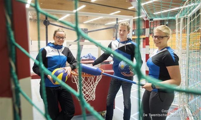 De buurtsportcoaches werken nu drie jaar in de gemeente Tubbergen. Vlnr: Sophie Derkman , Johan Rijke en Lobke Waaijer.