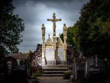 Herstel Calvarieberg in Batenburg afgerond, met omgedraaide grafsteen