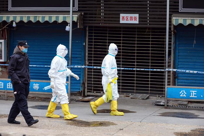 De Huanan Seafood Market in Wuhan is sinds 1 januari gesloten vanwege de virusuitbraak