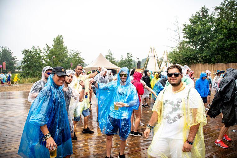 Ook op Tomorrowland kregen de festivalgangers enkele weken terug heel wat regen te verwerken.
