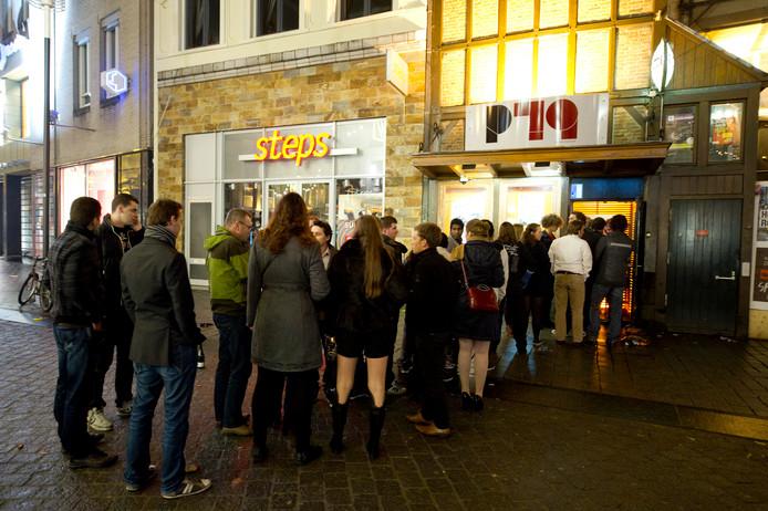 Café P79 aan de Bossche Markt biedt gasten een speciale rookruimte. Hoelang nog?