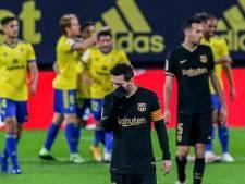 Ongekend geklungel resulteert in pijnlijke Barça-nederlaag Koeman en De Jong
