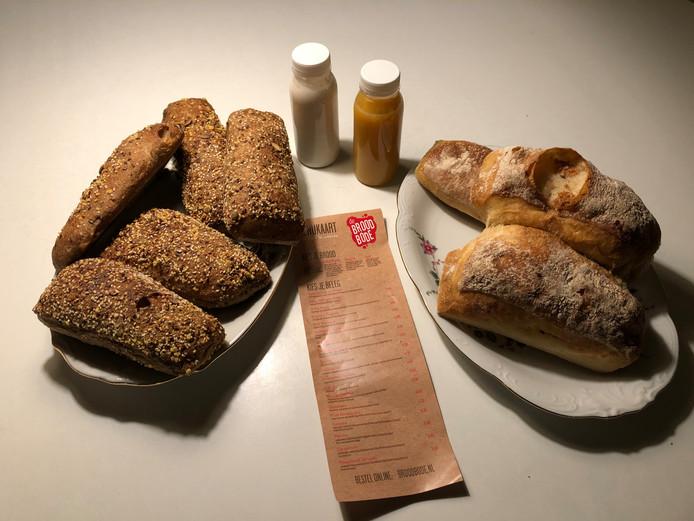 Via de To Good To Go-app 'redden' we voor 3,50 euro broodjes die anders worden weggegooid.