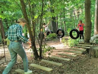 Kinderen ontdekken opgeknapt bosbeleefpad en nieuw touwenparcours op Hanenbos