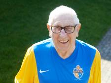 Clubman Toon van de Laar (89) van Blauw Geel overleden. 'Hij kwam naar elke thuiswedstrijd, met de taxi'