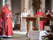 Zeeuws-Vlaamse kerken vieren Maria-Tenhemelopneming buiten