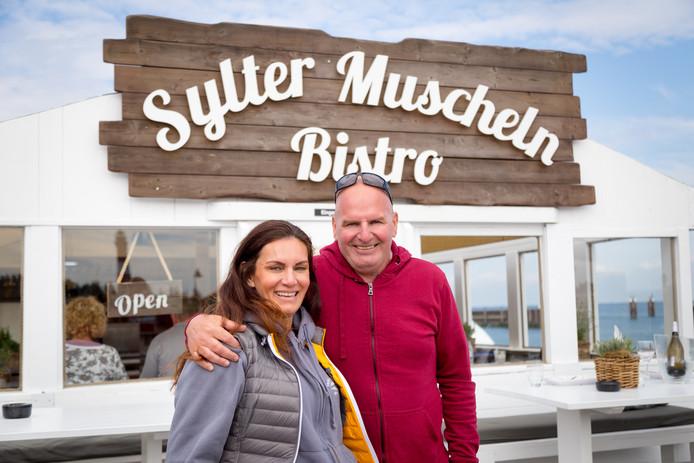 Jan Schot verruilde Yerseke voor het Duitse waddeneiland Sylt om er een mosselrestaurant te beginnen. Daar ontmoette hij zijn huidige vriendin Sanja.