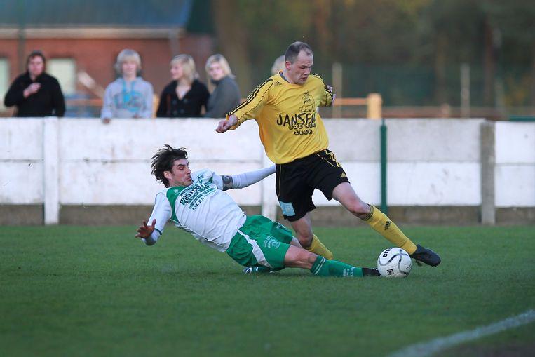 KSK Meeuwen (in het geel) kroonde zich dit weekend nog tot kampioen