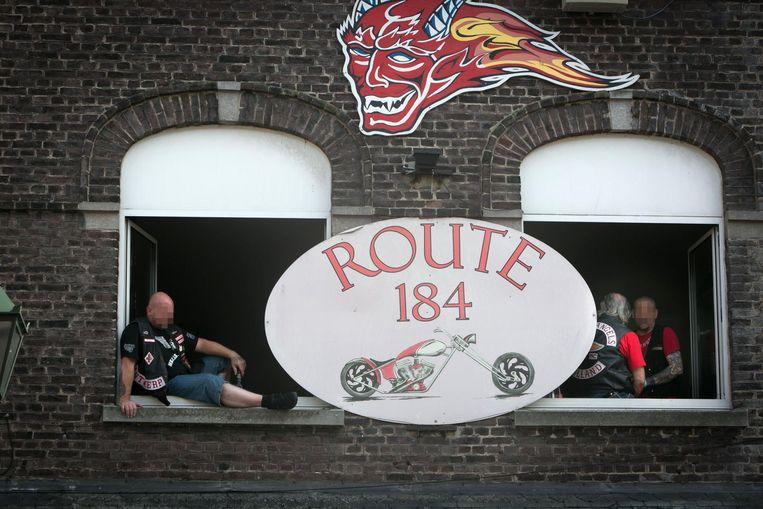 Het café Route 184 in de Stationsstraat is gelinkt aan de Red Devils, de grootste supportclub van de Hells Angels.