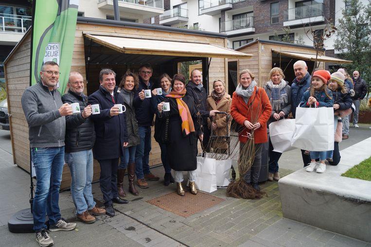 Vrijwilligers van Meer bomen in Roeselare kreeg de steun van het stadsbestuur voor de actie.