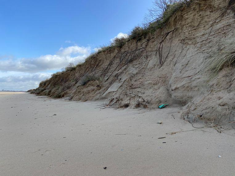 De metershoge kliffen op het strand van Knokke.