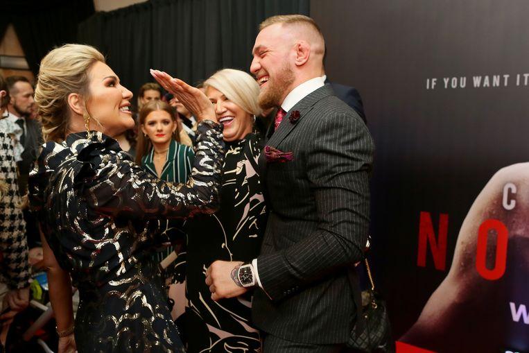 Met zuster Erin, tijdens de première van zijn documentaire 'Conor McGregor: Notorious' op 1 november.